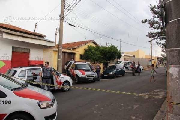 Equipes da Polícia Militar estiveram no local do crime