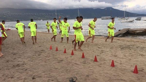 À BEIRA-MAR: atletas do Galo Vermelho seguem com treinamento tático na Estância Balneária
