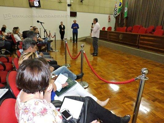 Julinho Lopes fala aos presentes durante o Fórum Regional Permanente em Defesa do Rio Corumbataí, em Piracicaba