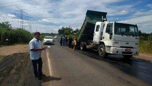 Vereador Paulo Guedes (PSDB) acompanha trabalhos na estrada vicinal do distrito de Ajapi