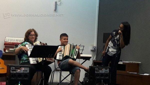 Alunos do projeto se apresentando na Unesp, em audição anual da Consonância Escola de Música (Foto: arquivo pessoal)