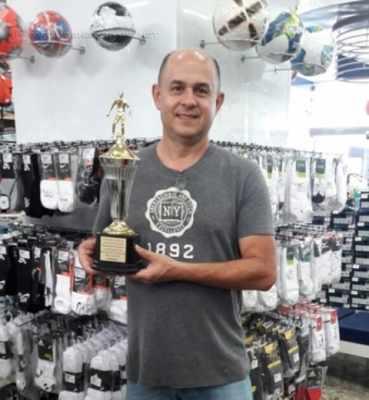 DÉRBI 2017: Anselmo de Oliveira doou Troféu ao Grupo JC