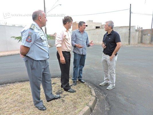 Vereador Julinho Lopes, prefeito Juninho da Padaria, secretário de Segurança e Mobilidade Urbana, Marco Antonio Bellagamba e comandante da PM Coronel Lideraldo da Silva
