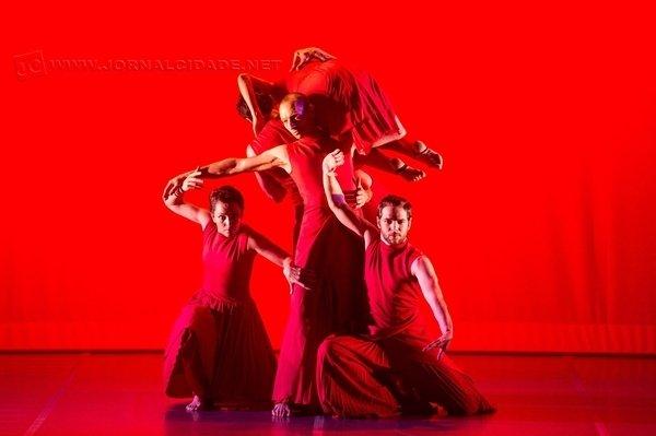 No dia 18 de março, sábado, às 8h, o Sesi recebe Miriam Druwe para um estudo sobre os limites do corpo na dança contemporânea