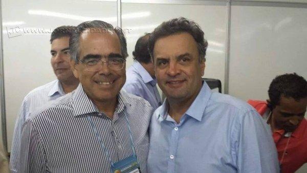 Na foto de rede social, o diretor-executivo da Fundação Florestal, Eduardo Soares de Camargo, ao lado do senador Aécio Neves (PSDB)