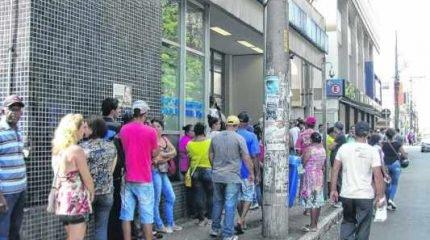 No mês de março, a agência da Caixa Econômica Federal na Rua 3 ficou lotada logo cedo