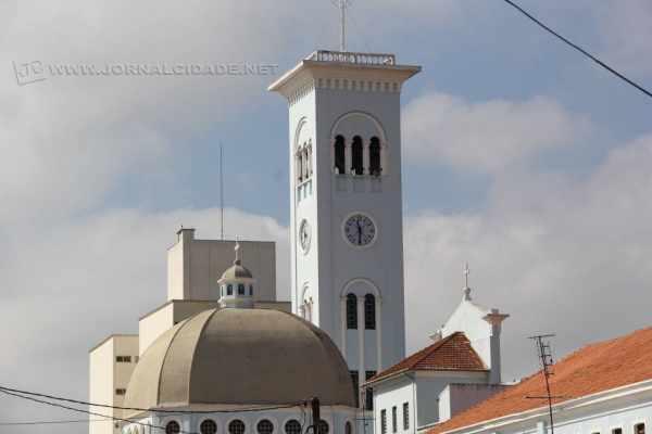 Com 180 batidas do sino a cada 24 horas, relógio da Igreja Matriz Santa Cruz dita horário há exatas cinco décadas