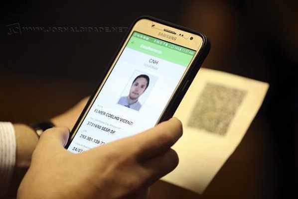 A nova carteira terá a mesma validade do documento impresso, que continuará a ser emitido normalmente.
