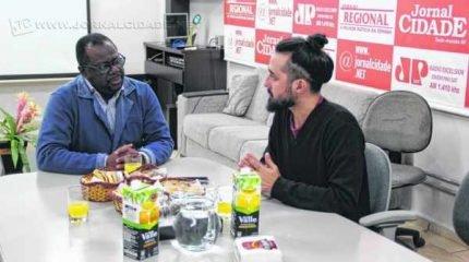 O presidente da Fundação Municipal de Saúde de Rio Claro, o advogado Dr. Djair Cláudio Francisco, em entrevista ao jornalista Lucas Calore.