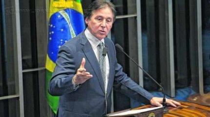 Eunício Oliveira havia suspendido sessão, mas a retomou à noite (Foto: Agência Brasil)