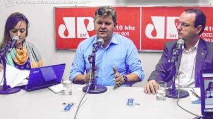Prefeito João Teixeira Junior (Juninho da Padaria) e o diretor do Fundo Nacional de Desenvolvimento da Educação (FNDE), Leandro Damy