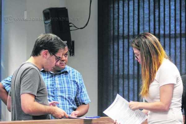 Sindicato flexibiliza-se - vereador Pereira (PTB) assina projeto com Carol Gomes (PSDB) que regulariza o serviço Uber em Rio Claro