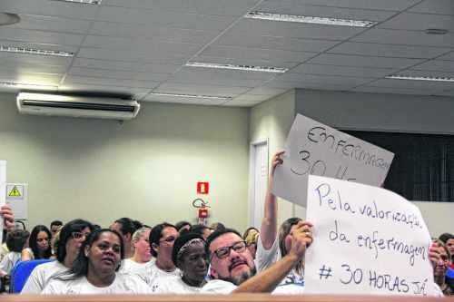 Conselho Regional de Enfermagem esteve presente na última sessão camarária, em movimento que pleiteia 30h na enfermagem