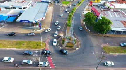 O trânsito na cidade de Rio Claro está a cada dia mais intenso. Na foto, registro da Avenida 32 (Imagem: NR DRONES)